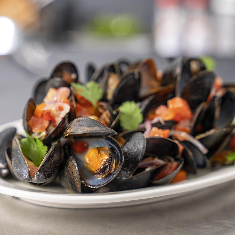 Fresh Mussels with White Wine and Garlic